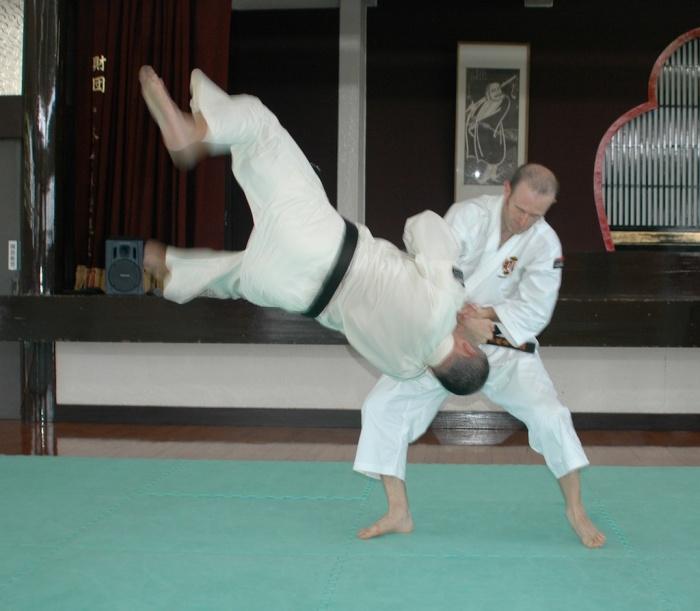 Carlos ejecutando Maki Gote en el Rensei Dojo