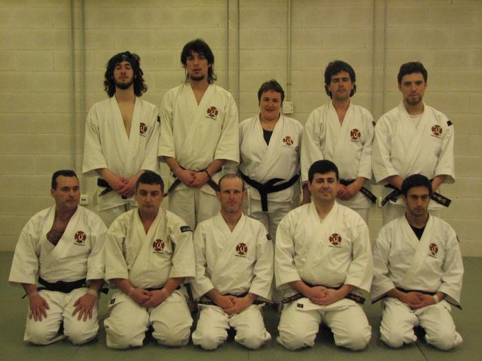 Grupo de dan kenshi