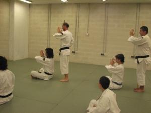 La correción de la postura de los kenshi se realiza con toda ceremoniosidad