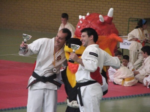 Kenshis de Shokema con Kyro, durante la entrega de trofeos
