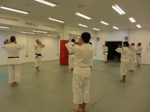 Saludando al comienzo de una sesión de práctica